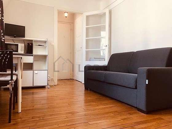 Séjour calme équipé de 1 canapé(s) lit(s) de 130cm, télé, 2 chaise(s)