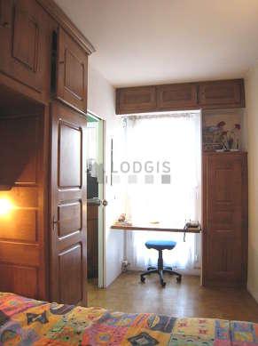 Bedroom of 7m² with woodenfloor