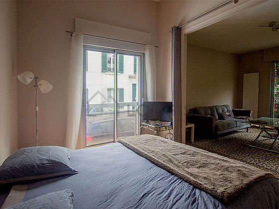 Very quiet and very bright alcove equipped with 1 bed(s) of 160cm, tv, bedside table