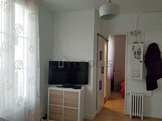 Living room of 10m² with woodenfloor