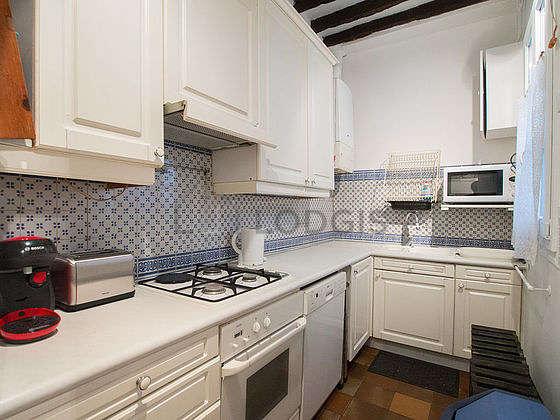 Belle cuisine de 6m² avec du carrelageau sol