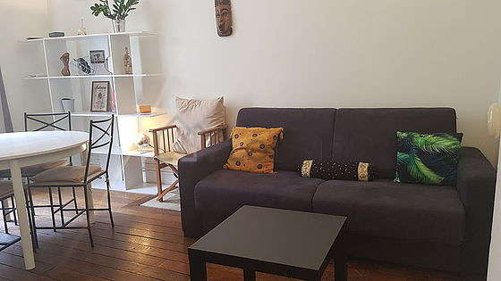 Living room furnished with 1 sofabed(s) of 140cm, tv, storage space, 1 chair(s)