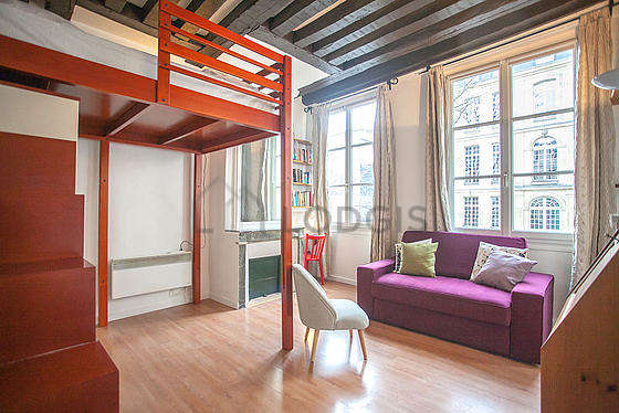 Living room furnished with 1 loft bed(s) of 140cm, tv, storage space, 1 chair(s)