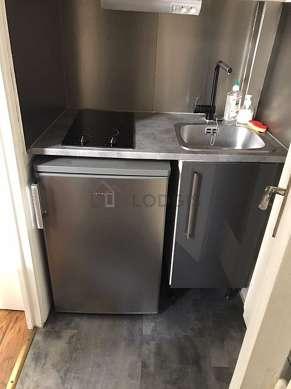 Kitchen with linoleumfloor