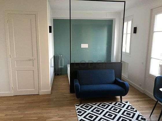 Very quiet living room