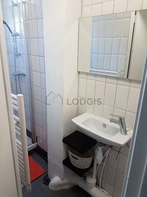 Pleasant and very bright bathroom