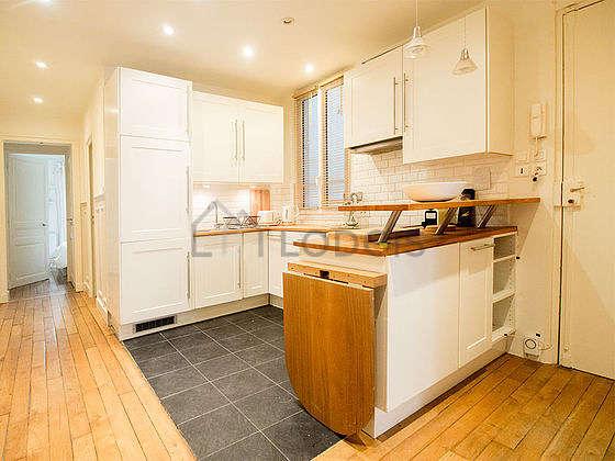 Magnifique cuisine de 12m² avec du carrelageau sol