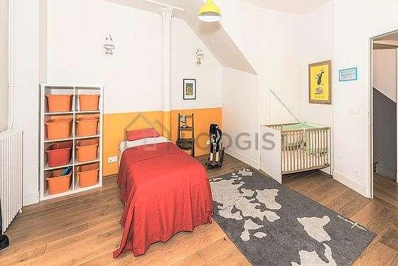 Bedroom of 15m² with woodenfloor