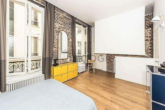 Grande chambre de 25m² avec du parquetau sol