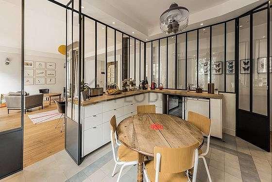 Magnifique cuisine de 20m² avec du carrelageau sol