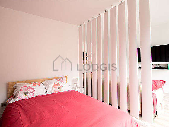 Very quiet and very bright alcove equipped with 1 bed(s) of 140cm