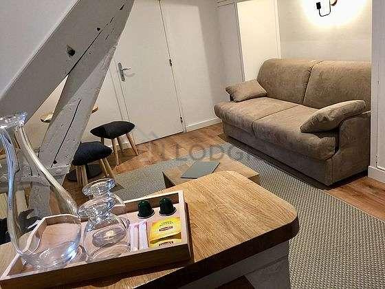 Séjour très calme équipé de 1 canapé(s) lit(s) de 160cm, télé, penderie, placard