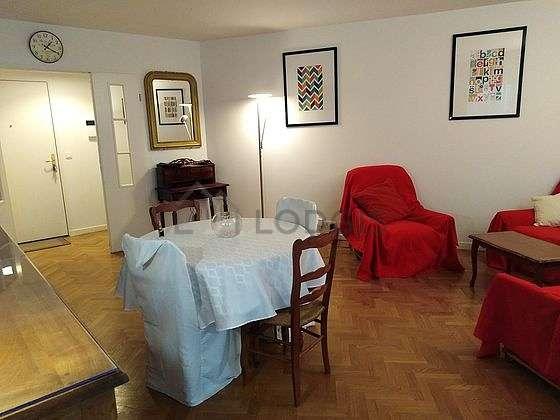 Séjour très calme équipé de 1 canapé(s) lit(s) de 140cm, télé, chaine hifi, 1 fauteuil(s)