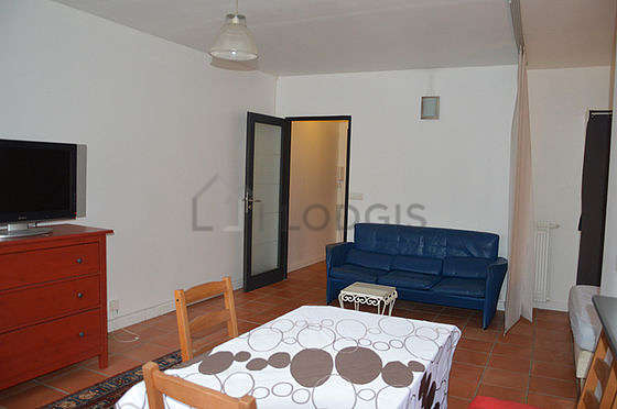 Very quiet living room furnished with 1 bed(s) of 140cm, tv, wardrobe