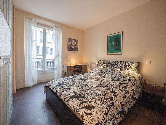 Bedroom with linoleumfloor