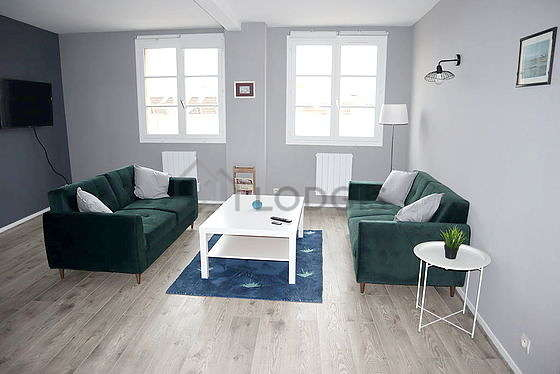 Quiet living room furnished with tv, hi-fi stereo, fan, 1 chair(s)