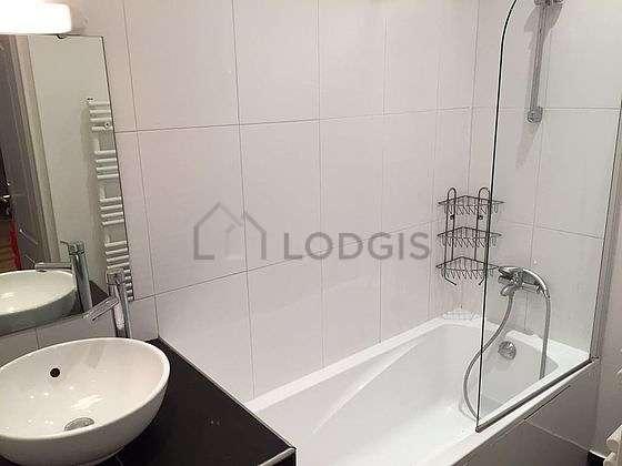 Beautiful and bright bathroom with tilefloor