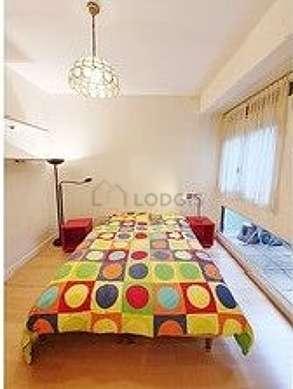 Bedroom of 8m² with woodenfloor