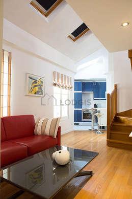Séjour très calme équipé de 1 canapé(s) lit(s) de 140cm, télé, armoire, commode