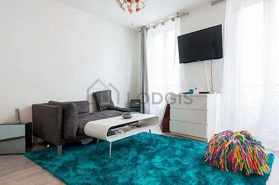 Séjour très calme équipé de 1 lit(s) armoire de 140cm, télé, armoire, commode