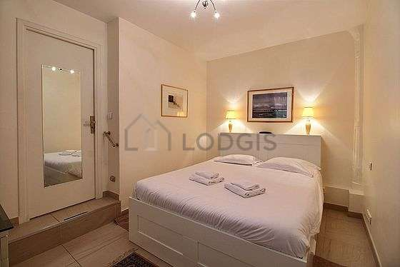 Bright bedroom equipped with storage space, cupboard, 1 chair(s)