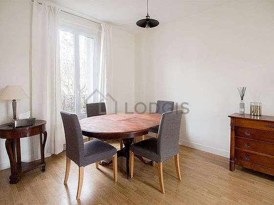 Great, very quiet and very bright sitting room of a housein Paris