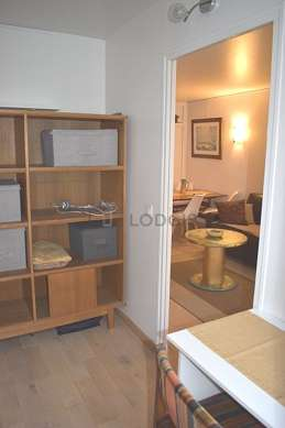 Beautiful office of 7m² with woodenfloor furnished with desk, bookcase, 1 chair(s)