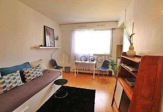 Séjour très calme équipé de 1 canapé(s) lit(s) de 160cm, télé, commode, placard