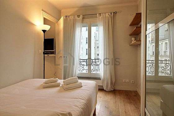 Very quiet bedroom for 2 persons equipped with 1 twin beds of 160cm