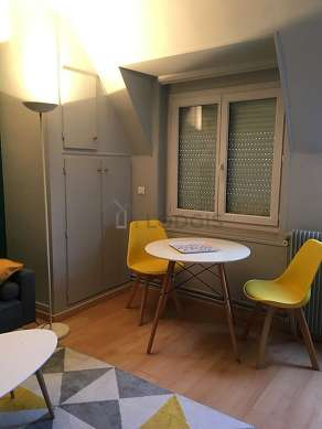 Quiet living room furnished with 1 sofabed(s) of 130cm, 1 bed(s) of 140cm, tv, 1 armchair(s)