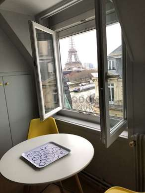 Great, quiet and very bright sitting room of an apartmentin Paris