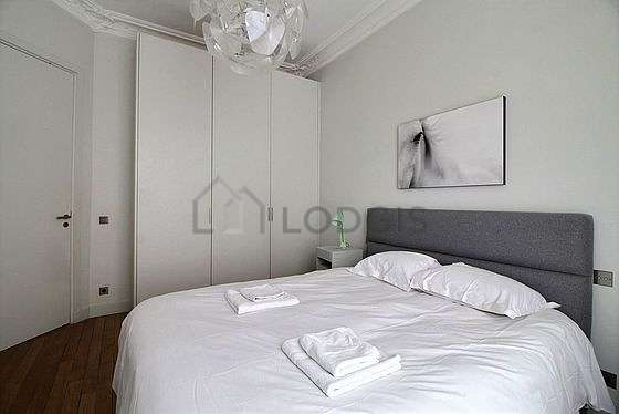 Bright bedroom equipped with desk, storage space, cupboard, 1 chair(s)