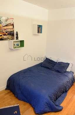 Bedroom of 10m² with woodenfloor