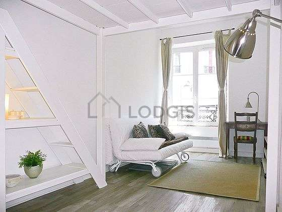 Living room furnished with 1 sofabed(s) of 120cm, 1 loft bed(s) of 130cm, tv, 1 chair(s)