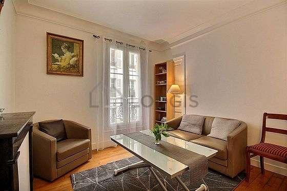 Séjour très calme équipé de 1 canapé(s) lit(s) de 90cm, air conditionné, télé, 1 fauteuil(s)