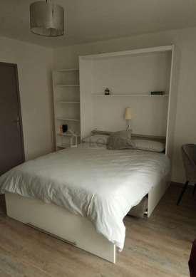 Séjour calme équipé de 1 lit(s) armoire de 140cm, télé, penderie, placard