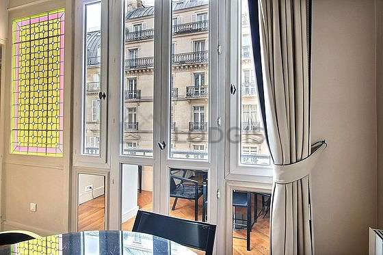 Great, very quiet and very bright sitting room of an apartmentin Paris