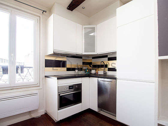 Great kitchen with woodenfloor