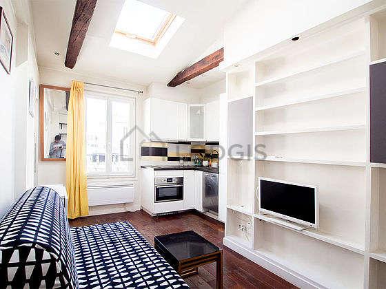 Séjour très calme équipé de 1 canapé(s) lit(s) de 140cm, télé, commode, 2 chaise(s)