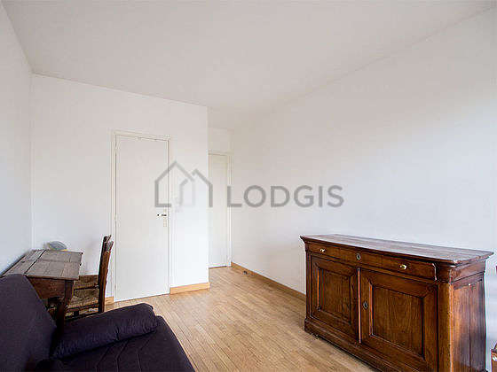 Very bright bedroom equipped with desk, storage space, 2 chair(s)