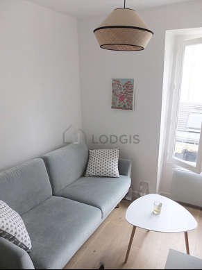 Very quiet living room furnished with tv, dvd player, 1 chair(s)