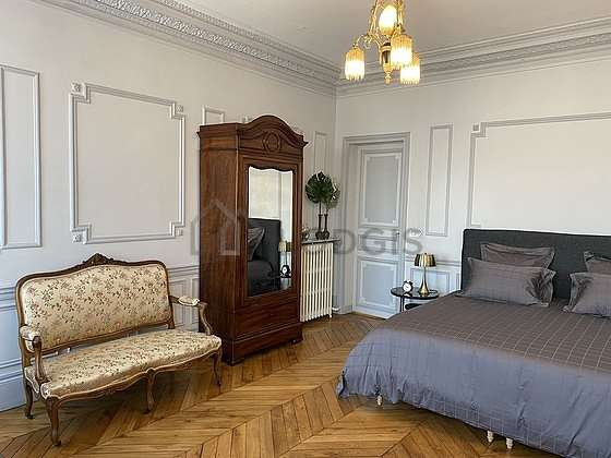 Very bright bedroom equipped with tv, 1 chair(s)