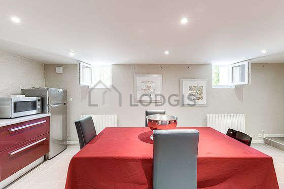 Magnifique cuisine de 30m² avec du carrelageau sol