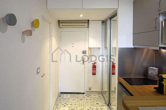 Entrance with tilefloor