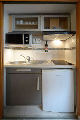 Kitchen of 3m² with tilefloor