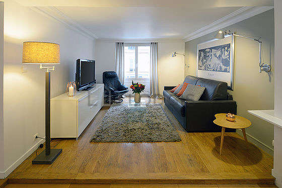 Living room furnished with 1 chair(s)