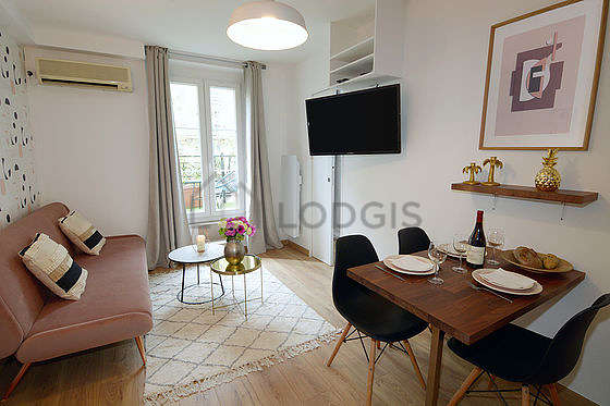 Living room furnished with 1 sofabed(s) of 120cm, air conditioning, tv, closet
