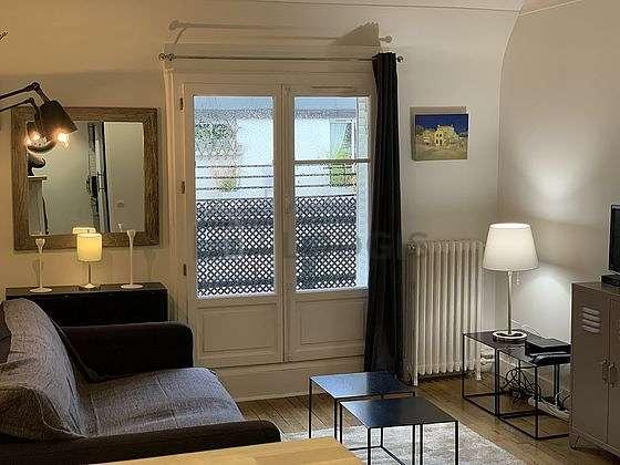 Séjour très calme équipé de 1 canapé(s) lit(s) de 140cm, télé, 1 chaise(s)