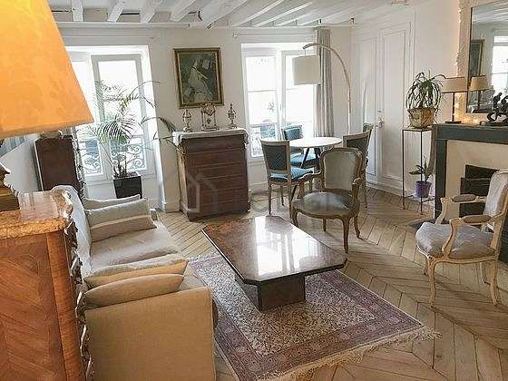 Quiet living room furnished with tv, hi-fi stereo, fan, 1 armchair(s)