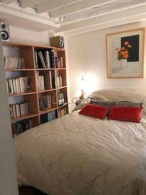 Chambre de 7m² avec du parquetau sol